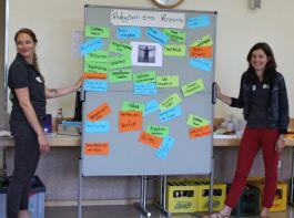 Silvia Kaiser (links) und Katharina Dier vom BBL sammelten und Katharina Dier vom BBL sammelten  gemeinsam mit den Schulungsteilnehmern wichtige Aspekte.