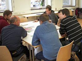 Im Austausch mit den Kollegen werden individuelle Umbaulösungen entwickelt.