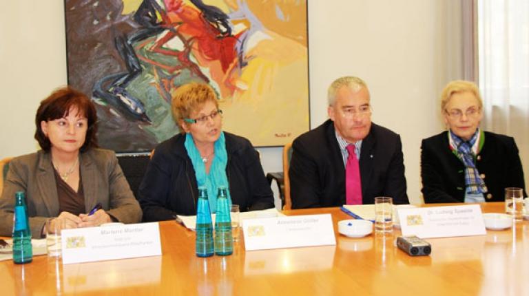 (v.l.) MdB Marlene Mortler, Landesb�uerin Anneliese G�ller, Kultusminister Dr. Ludwig Spaenle, MdL Annemarie Biechl auf einem gemeinsamen Pressegespr�ch.