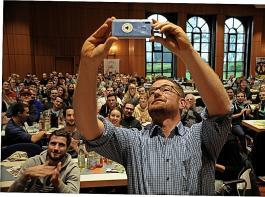 Landwirt Stefan Leichenauer ist nach einem Burn out wieder voll im Leben angekommen. Mit einem Selfie dokumentierte er seinen Auftritt in Denkendorf.
