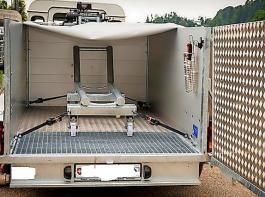 Im Landesprogramm werden auch teilmobile Anlagen für die hofnahe Schlachtung gefördert. Ein Beispiel: der T-Trailer der Firma ISS.
