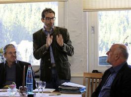 Den Betrieben im Schwarzwald sei er als Umwelt-Staatssekretär   etwas näher als so manchen anderen landwirtschaftlichen Betrieben im Land,  sagte Andre Baumann (Mitte); links AfH-Vorsitzender  Oswald Tröndle, rechts BLHV-Präsident Werner Räpple.
