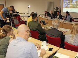 Bei der Pressekonferenz am 2. September in Stuttgart stellte Forstminister Peter Hauk den Notfallplan Wald vor.
