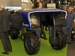 Automation und Robotertechnik spielten auf der Messe Vinitech-Sifel eine bedeutende Rolle: Hier das autonome Überzeilen-Fahrzeug Bakus von Vitibot mit Elektroantrieb  (www.vitibot.fr). Es erhielt einen Innovationspreis in Bronze.