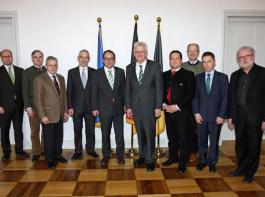 Bei einem Gespräch des Forstkammer-Vorstands mit Ministerpräsident Winfried Kretschmann (Vierter von rechts), Forstminister Alexander Bonde (rechts daneben) und Landesforstpräsident  Max Reger (ganz rechts) war auch die Auseinandersetzung mit dem Kartellamt ein wichtiges Thema.