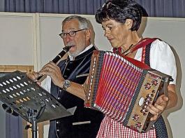 Überraschung: Elisabeth Etpüler musizierte mit ihrem Mann Bernhard am Landfrauentag.