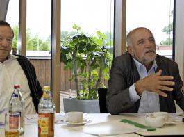 BLHV-Präsident Werner Räpple (rechts) und Vizepräsident Karl Silberer berichteten über die sehr unterschiedlichen Ernteergebnisse in Südbaden.