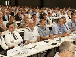Die Delegation des BLHV  verfolgt aufmerksam die Grundsatzrede von DBV-Präsident Joachim Rukwied beim Deutschen Bauerntag. Im großen Konferenzsaal waren die Temperaturen gut erträglich – vor der Tür  wurde man mit 37 Grad im Schatten empfangen,