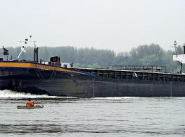 Auf dem Rhein werden seit einigen Tagen  wieder Kleinwasser- zuschläge erhoben.