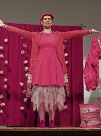"""Der Landfrauenverein Buggingen-Seefelden hat  sein 60-jähriges Bestehen unter dem Motto """"Wein und Kabarett"""" gefeiert. Kabarettistin Marlies Blume verstand es, temperamentvoll mit dem Thema """"Zur Sache Frau"""" zu unterhalten."""