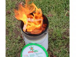 Frostkerzen bestehen aus Metalleimern, die mit Weichwachs (Paraffin oder Stearin) gefüllt sind und laut Herstellerangaben eine Brenndauer von etwa sechs bis acht Stunden haben.