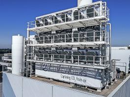 In Hinwil sind drei Schiffscontainer mit 18CO2-Kollektoren installiert.