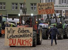 Nach dem bundesweiten Protesttag vom 22. Oktober (Bild) soll es  im November weitere Bauernkundgebungen und Protestfahrten geben.