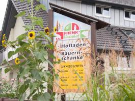 Frenks hausgemachte Produkte werden im Hofladen und auf Wochenmärkten verkauft und Gruppen, die in der Bauernschenke feiern,serviert.