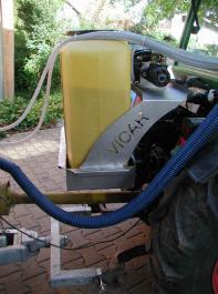 Bild4: Zwei-Stoff-Gerät im Zugmaulhalter angebaut