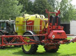 Pflanzenschutz 4.0: Mit dieser Feldspritze kann man verschiedene  Herbizidmischungen in einem Arbeitsgang ausbringen.
