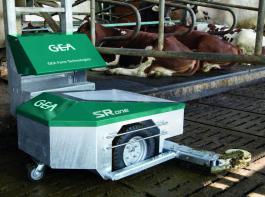 Der  SRone von GEA fährt  entlang einer fest installierten  Kante. Ihm werden nur Fahr- und Ladezeiten vorgegeben.