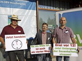 Jetzt erst einmal aufatmen: Die unklare Lage bei der Ferkelkastration hat Schweinehalter zuletzt massiv beschäftigt. Hier eine Aktion beim Veredlungstag des Deutschen Bauernverbandes mit dem Müllheimer BLHV-Kreisvorsitzenden Michael Fröhlin (Bildmitte).