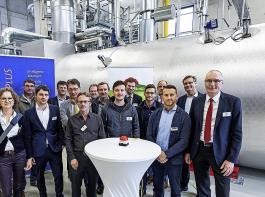 Das Projektteam für die neue Energiezentrale beim Start der Anlage.
