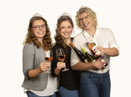 Sina Erdrich, Simona Maier und Hanna Mußler bleiben ein weiteres Jahr Weinhoheiten.