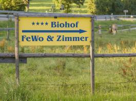 Laut Bundesarbeitsgemeinschaft für Urlaub auf dem Bauernhof  weisen 70 Prozent der Betriebe eine Sterne-Klassifizierung nach dem Deutschen Tourismusverband auf.