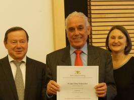 Walter Otto Schneider (Mitte) legte die Meisterprüfung vor 50 Jahren ab. BLHV-Vizepräsident Silberer und Regierungspräsidentin Schäfer gratulierten.