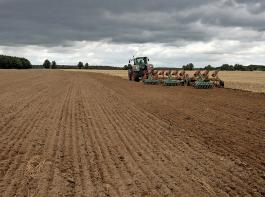 Andere Strukturen – andere Denke: In Ostdeutschland (Bild: Mecklenburg-Vorpommern) hält man nichts von einer noch stärkeren Förderung der ersten Hektare. Mittelabfluss in den kleinstrukturierten Süden und in den Nebenerwerb ist unerwünscht. Der BLHV sieht das naturgemäß anders.