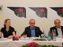 Beim Thema TTIP wachsam bleiben will der Vorstand des Schutzverbandes, den (von links) Elisabeth Adler-Gößmann, Hans Schnekenburger und Dietmar Kalbacher bilden.