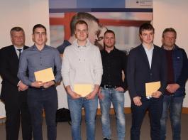 Für die besten Gesamtergebnisse wurden Simon Moser,  Lukas Weigold und Niklas König (vorne, von links) besonders geehrt.