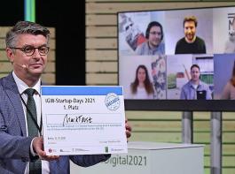 Lars Jäger, Projektleiter, präsentiert den diesjährigen Start-up-Sieger Marktkost.