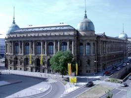 Anträge auf Soforthilfe gibt es online beim Wirtschaftsministerium Baden-Württemberg.