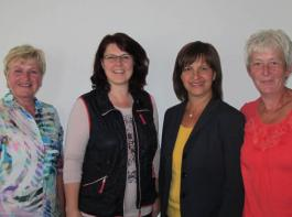 Im Gespräch: Julia Wolf, Bundestagsabgeordnete Ute Vogt, Präsidentin Rosa Karcher und Brigitte Graf (v.l.).