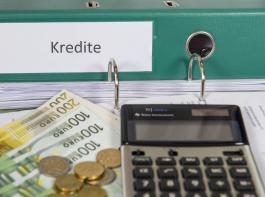 Wenn  für betriebliche Kredite Bearbeitungsgebühren in erheblicher Höhe gezahlt wurden, sollte man  mit einem Anwalt Kontakt aufnehmen.