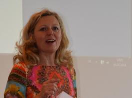 Natalie Lumpp (oben) moderierte eine sensorische Reise mit ausgesuchten Weinen.