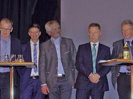 Minister Peter Hauk (ganz rechts) war  bei der Diskussion um das kommende Forstreformgesetz gut beschäftigter Gesprächspartner. Zudem auf dem Bild (von links):  Roland Abele, Vorstandsmitglied der Forstlichen Vereinigung Mittlerer Schwarzwald (FVS); Ulrich Müller, Vorsitzender des BLHV-Kreisverbandes Wolfach; Diplom-Forstwirt Thomas Schneider, Bürgermeister Fischerbach und FVS-Vorstandsmitglied;  Martin Tritschler, Vizepräsident der Forstkammer Baden-Württemberg; Max Reger, Landesforstpräsident Baden-Württemberg; Martin Strittmatter, Abteilungsleiter der Forstdirektion am Regierungspräsidium Tübingen.