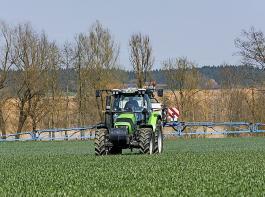 Ein Knackpunkt: Der BLHV hält eine Reduktion der chemisch-synthetischen Pflanzenschutzmittel um 40 bis 50 Prozent bis 2030 nicht für machbar.