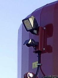 Eine Kamera am Heck des Mischwagens und ein Monitor auf dem Schlepper sorgen für einen besseren Einblick in diesen Bereich.
