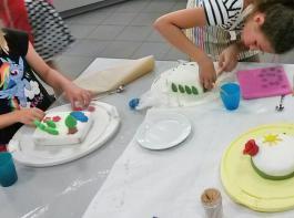 Die Kinder gestalteten auch bunte Tortenwunder.