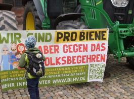 Die Bauernproteste der vergangenen Tage zeigen nach  Überzeugung von BLHV und LBV, wie wichtig es ist, auch bei der Festlegung von Zielvorgaben die Sorgen und Ängste der Bauern ernst zu nehmen.