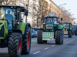 Erneut Traktoren in Berlin: Landwirte der Initiative Land schafft Verbindung  protestierten  gegen die Agrarpolitik der Bundesregierung und riefen zu mehr Respekt in der Gesellschaft für die Arbeit der Bauern auf.