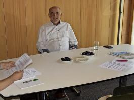 BLHV-Präsident Werner  Räpple (Mitte) zu Gast in der BBZ-Redaktion. Walter Eberenz (links) und René Bossert befragten ihn zu agrarpolitischen Themen – aus aktuellem Anlass mit Schwerpunkt Landespolitik.