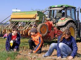 Allen Altersklassen die Landwirtschaft näher bringen ist eine wichtige Zukunftsaufgabe. Eine erfolgversprechende Öffentlichkeitsarbeit muss dabei laut i.m.a von den Landwirtinnen und Landwirten selbst kommen.