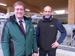 Franz Schweizer (links), Leiter des LAZBW, und Uwe Eilers, Referatsleiter für Rinderhaltungssysteme am Aulendorfer Zentrum.