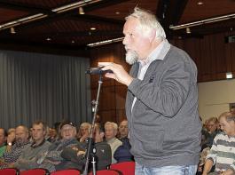 Er brauche  das Gesülze der Politik nicht, sagte Schäfer  Adolf Frank aus Hüfingen und fragte, wie  denn  ein Zaunbau in einem FFH-Gebiet mit Dornenbüschen funktionieren solle.