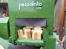 Gleichmäßig rechteckige Scheite fertigt der Schneidspalter Pezzolato TB 900.
