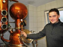 Johannes Halter ist Brenner und bereitet sich gerade auf seine Meisterprüfung vor.
