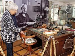 Von  diesem Schreibtisch aus kümmerte sich der einstige Chef Carl Denk darum, dass der Betrieb in der Textilfabrik lief.