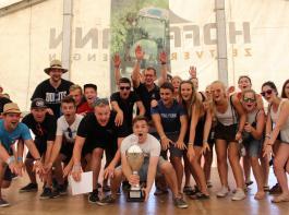 """Bei """"Sport &  Spiel"""", einem Highlight der Landjugendveranstaltungen, ging der Pokal  diesmal an die Teilnehmerinnen und Teilnehmer aus Gamshurt."""