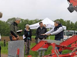 Martin Linser (ganz rechts) erläuterte bei dem Pressegespräch das Spannungsfeld zwischen Pflanzenschutz und Biodiversität.