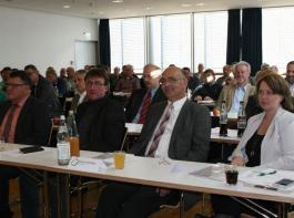 Einsatz für die  Obstbauern im Land (vorne im Bild von links):  Die Vizepräsidenten des LVEO, Walter Söllner und Hartwig Roth, sowie  Präsident Franz Josef Müller.